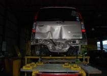 ダイハツ ムーヴ(DAIHATSU) イタリア製フレームジグ修正機使用(スパネージ社製) 鈑金塗装 自動車修理事例