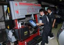 エリシオンタイヤ交換 タイヤチェンジャーはEIWA BOSS使用 タイヤ交換なら坂本自動車に任せてください。
