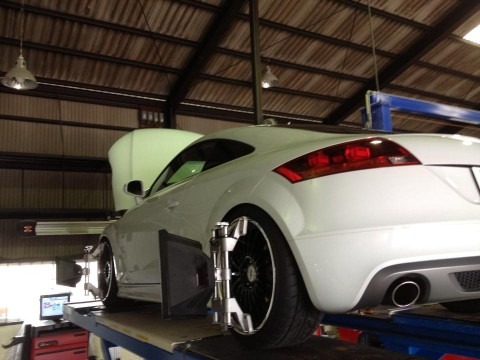 Audi TTクワトロの4輪アライメント調整