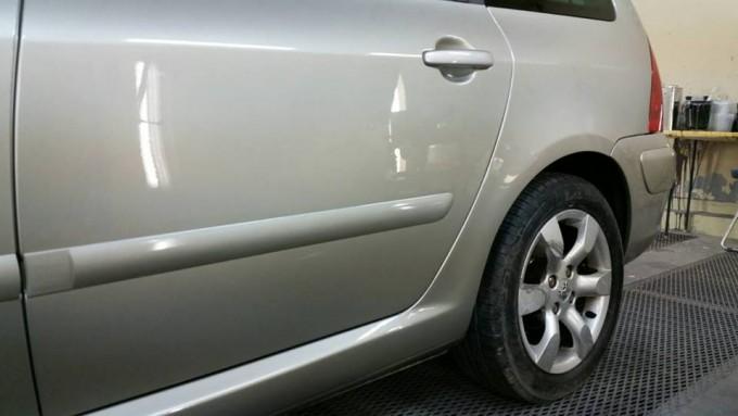 プジョー(Peugeot) ドアとクォーターの修理