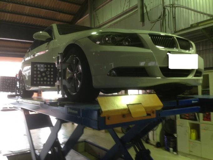 BMW(ビーエムダブリュー)3シリーズE90 四輪アライメント